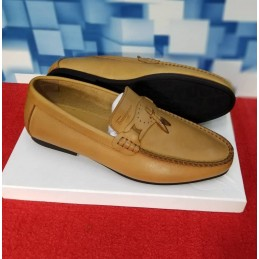 Flat loafers with tassels