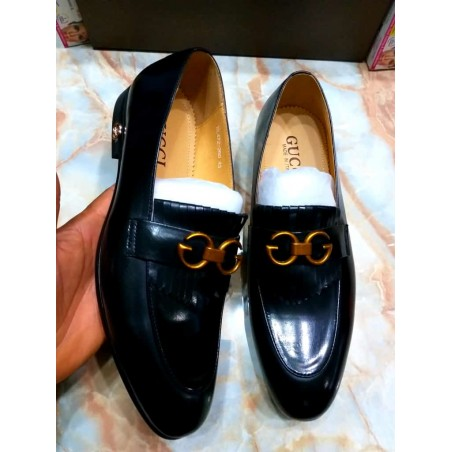 G ucci black leather loafers