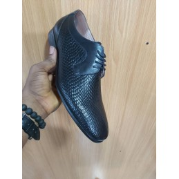 Anax embossed lace-up shoe
