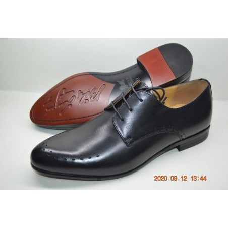 Dotted design brogue